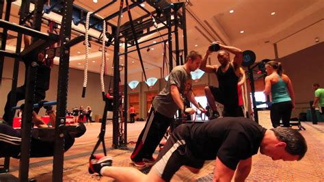 Group functional training circuit workouts on MoveStrong